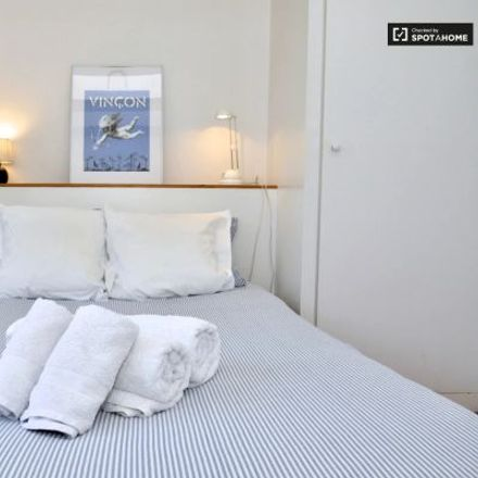 Rent this 3 bed apartment on Pans & Company in La Rambla, 08001 Barcelona