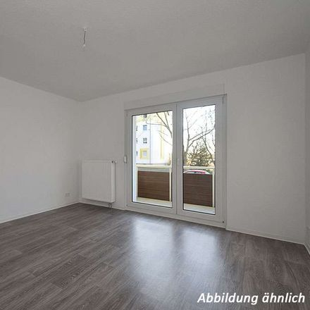 Rent this 4 bed apartment on Vogelweide 32 in 06130 Halle (Saale), Germany