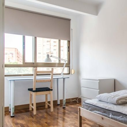 Rent this 3 bed apartment on Carrer de Vidal Canelles in 46000 Valencia, Spain