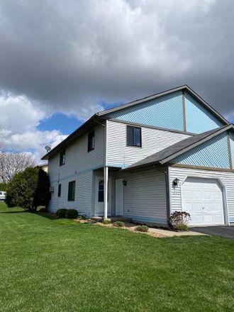 Rent this 3 bed duplex on 1202 Sunfield Street in Sun Prairie, WI 53590