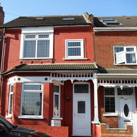 Rent this 6 bed house on Conway Road in Luton LU4 8JB, United Kingdom