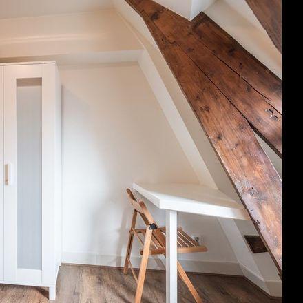 Rent this 4 bed room on Haringpakkerssteeg in 1012 LG Amsterdam, Países Bajos