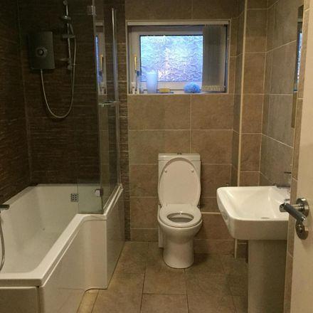 Rent this 3 bed room on Leeds LS6 1PB