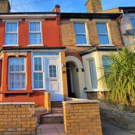 Rent this 3 bed house on Gordon Road in Strood ME2 3HJ, United Kingdom