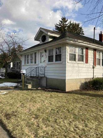 Rent this 3 bed house on Ottawa St in Saginaw, MI