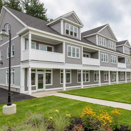 Rent this 3 bed townhouse on 42 State Road in Kittery, ME 03904