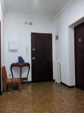 Rent this 15 bed room on Calle de las Navas de Tolosa in 8, 28013 Madrid