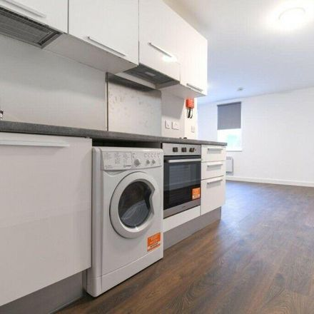 Rent this 1 bed apartment on Sutherland House in Haslett Avenue East, Crawley RH10 0ZD