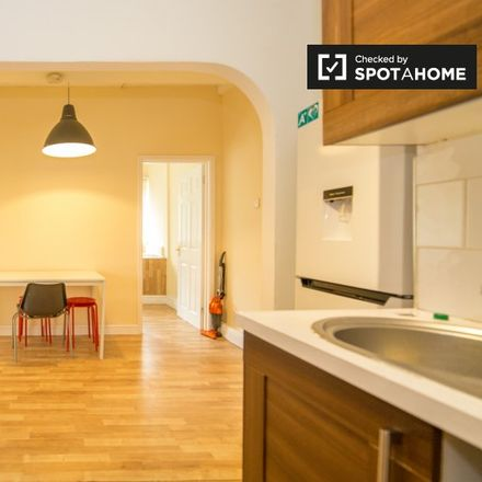 Rent this 3 bed apartment on Mellish House in Varden Street, London E1 2AR