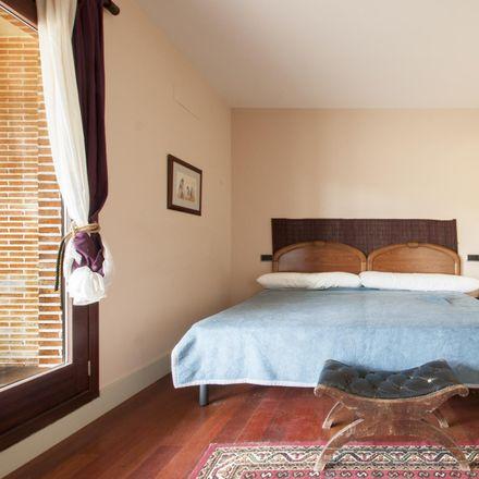 Rent this 3 bed room on Calle del Gorrión in 4, 28260 Galapagar