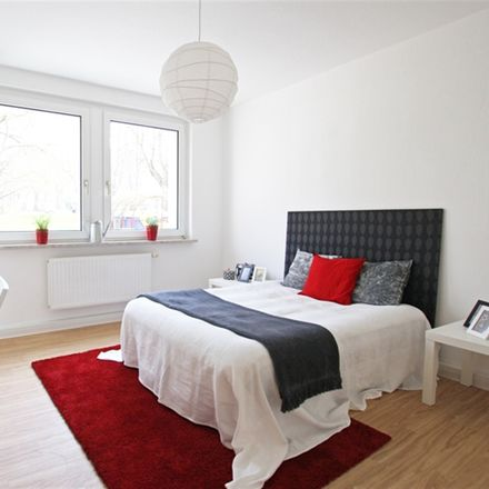 Rent this 3 bed apartment on Zeulenrodaer Straße 8 in 07549 Gera, Germany