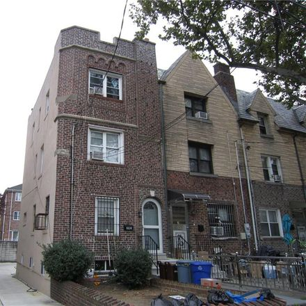 Rent this 3 bed townhouse on 8th Ave in Brooklyn, NY