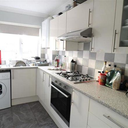 Rent this 1 bed room on 118 Halifax Road in Pinkneys Green SL6 5ES, United Kingdom