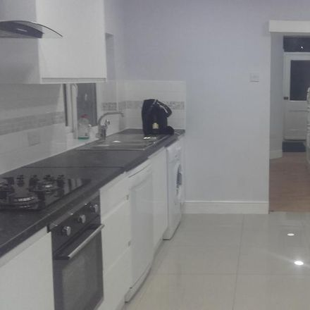 Rent this 6 bed house on Lansdowne Road in London IG3 8LU, United Kingdom