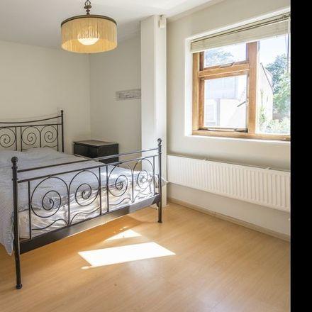 Rent this 5 bed room on Maria Snelplantsoen in 1106 Amsterdam, Países Bajos