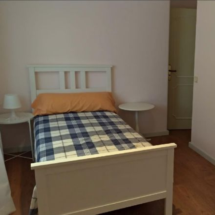 Rent this 4 bed room on Rua Ãngelo Dias in 2775-079 Carcavelos e Parede, Portugal