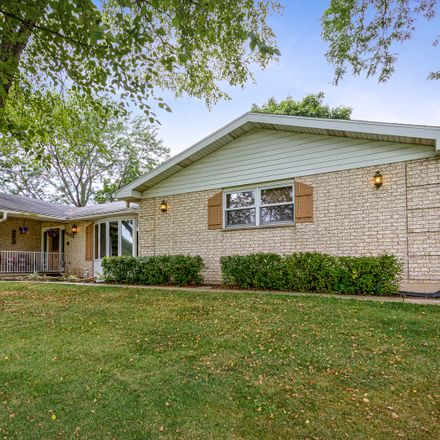 Rent this 3 bed house on 1405 Appaloosa Trail in Eastwood Manor, IL 60051