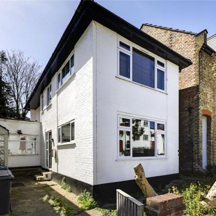 Rent this 2 bed house on Crown Road in London N10 2JA, United Kingdom