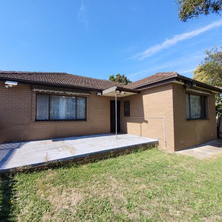 Rent this 3 bed apartment on 1/27 Main Road