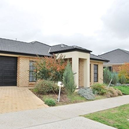 Rent this 5 bed house on 8 Banrock