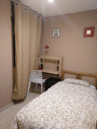 Rent this 4 bed room on Calle Postigos in 18, 29008 Málaga