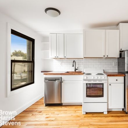 Rent this 2 bed condo on 524 Lorimer Street in New York, NY 11211