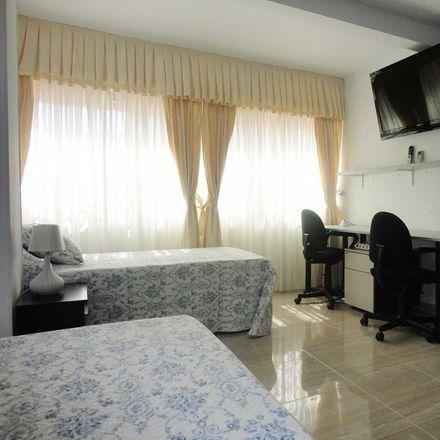Rent this 5 bed room on Av. de Kansas City in 44, 41007 Sevilla