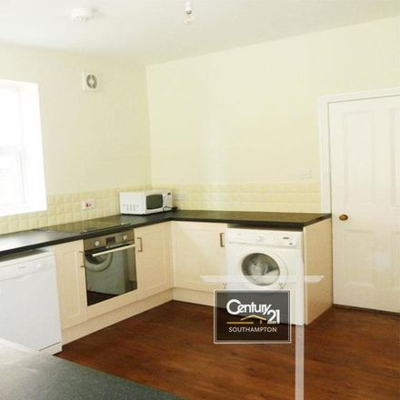 Rent this 6 bed house on 24 Wilton Avenue in Southampton SO15 2HJ, United Kingdom