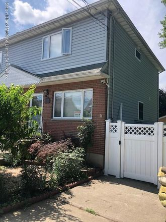 Rent this 3 bed house on 410 Raritan Avenue in New York, NY 10305