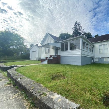 Rent this 3 bed house on 116 Elkins Street in Beckley, WV 25801
