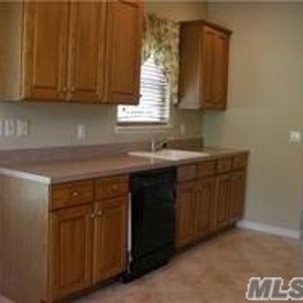 Rent this 3 bed condo on Chelsea Dr in Smithtown, NY