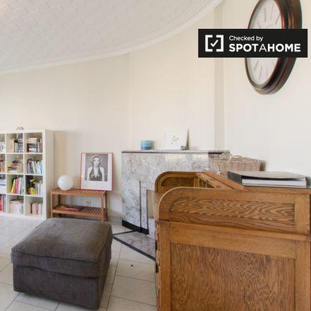 Rent this 1 bed apartment on Avenue Paul Hymans - Paul Hymanslaan 25 in Woluwe-Saint-Lambert - Sint-Lambrechts-Woluwe, Belgium