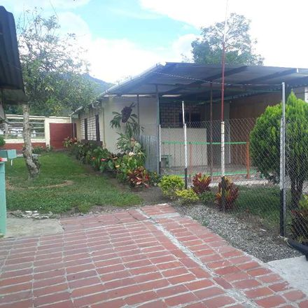 Rent this 5 bed apartment on Penitenciaria Nacional Peñas Blancas in 40, La Pista