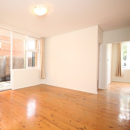 Rent this 2 bed apartment on 1/19 Chelsea Street