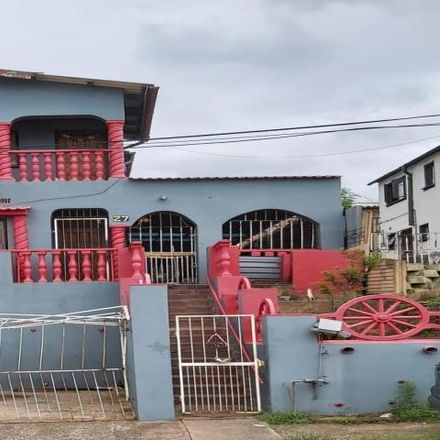 Rent this 3 bed house on Arena Park in Chatsworth, 4092