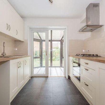 Rent this 3 bed house on 16 Lenborough Road in Aylesbury Vale MK18 1NF, United Kingdom