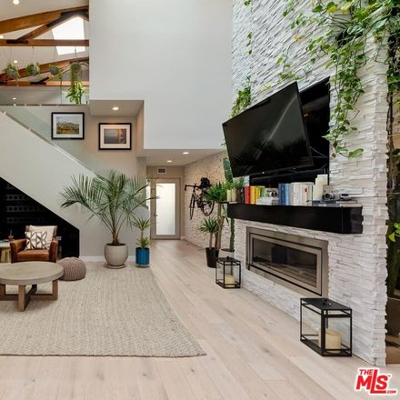 Rent this 3 bed loft on 25 Paloma Avenue in Los Angeles, CA 90291