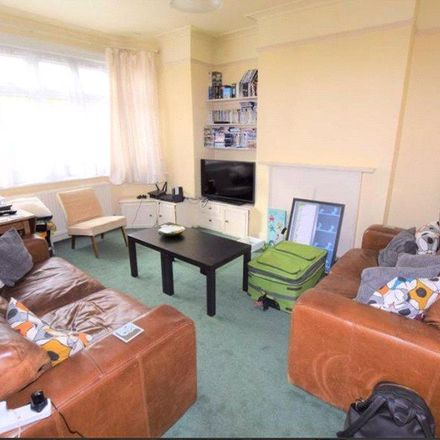 Rent this 3 bed house on Avondale Road in London N3 2EU, United Kingdom