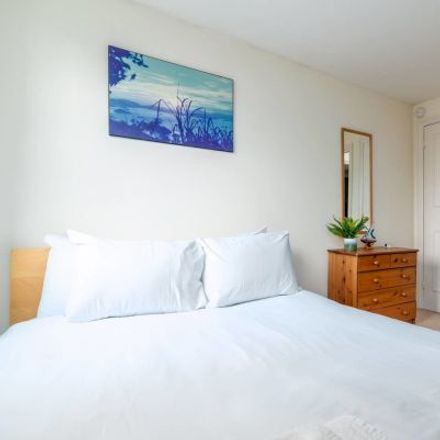 Rent this 4 bed apartment on Rosebery Road in London SW4 8EJ, United Kingdom