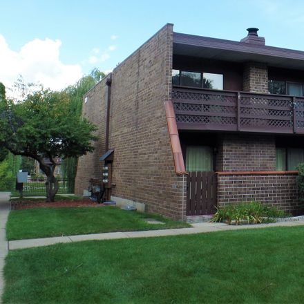 Rent this 2 bed townhouse on 106 Kenneth Circle in Elgin, IL 60120