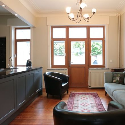Rent this 4 bed apartment on Avenue des Cerisiers - Kerselarenlaan in 1030 Schaerbeek - Schaarbeek, Belgium