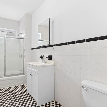 Rent this 3 bed condo on 624 5th Avenue in New York, NY 11215