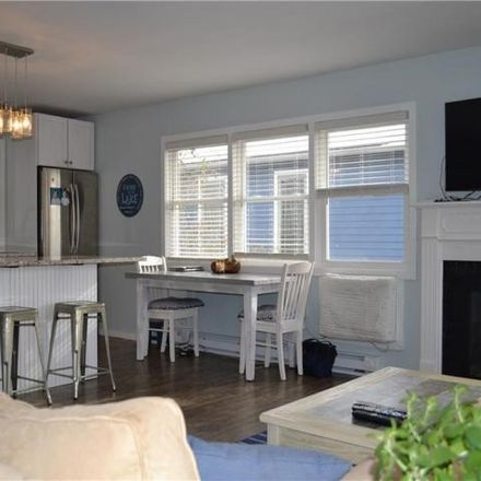 Rent this 3 bed house on 10 Lakeview Circle in Skaneateles, Skaneateles