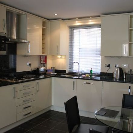 Rent this 3 bed apartment on Spur House in The Crescent, Maidenhead SL6 6FL