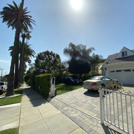 Rent this 4 bed apartment on N Doheny Dr in West Hollywood, CA