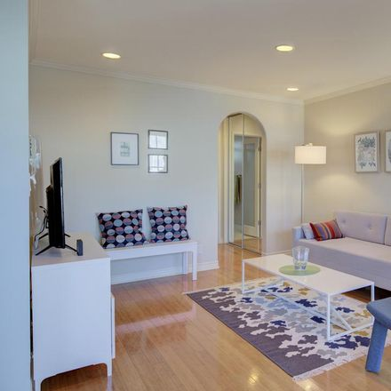 Rent this 1 bed condo on 924 5th Street in Santa Monica, CA 90403