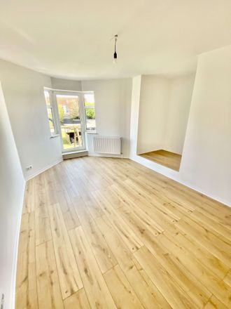 Rent this 3 bed apartment on Hemslinger Weg 7 in 28307 Bremen, Germany