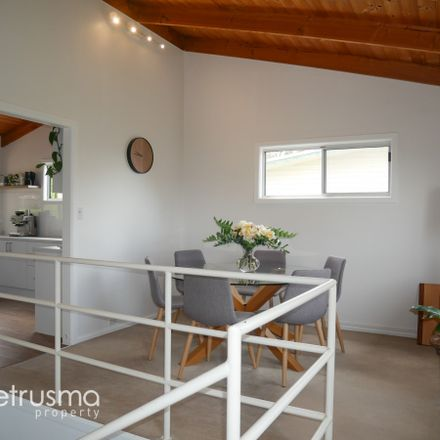 Rent this 3 bed house on 104 Flagstaff Gully Road