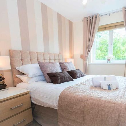 Rent this 2 bed apartment on Three Bridges Road in Crawley RH10 1JQ, United Kingdom