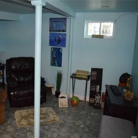Rent this 3 bed house on 191-24 112th Road in New York, NY 11412